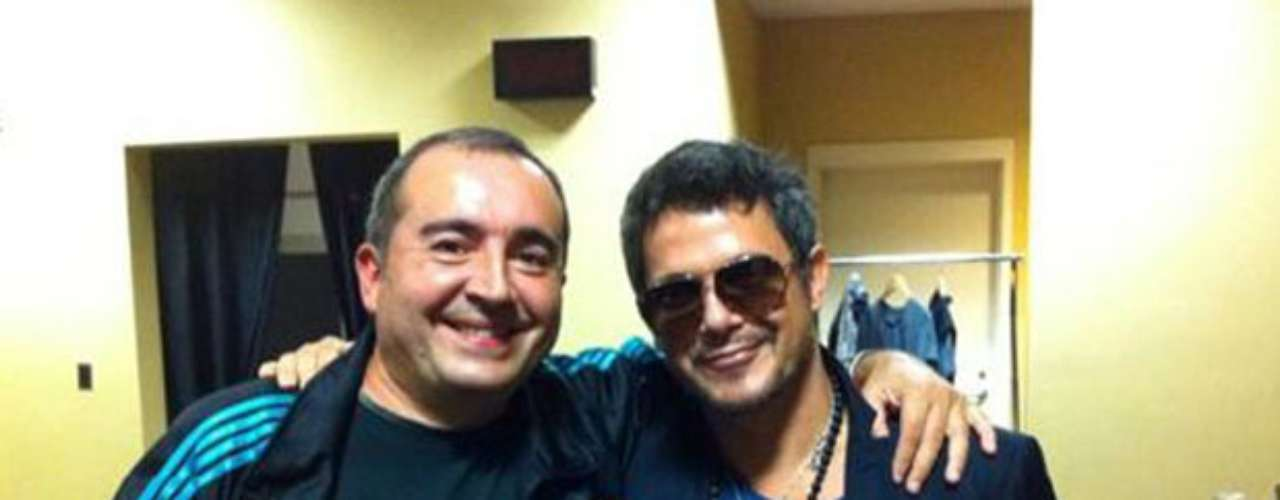 La estrella comparte tras bastidores con Fernando Diaz, responsable del sonido de su tour.