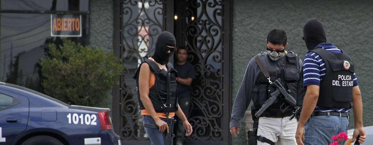 Los niveles de violencia no cayeron en gran medida en el país a pesar de la estrategia de Calderón contra la delincuencia organizada. Sin embargo se han neutralizado 25 de los 37 líderes criminales más importantes del país, entre ellos Heriberto Lazcano, alias \