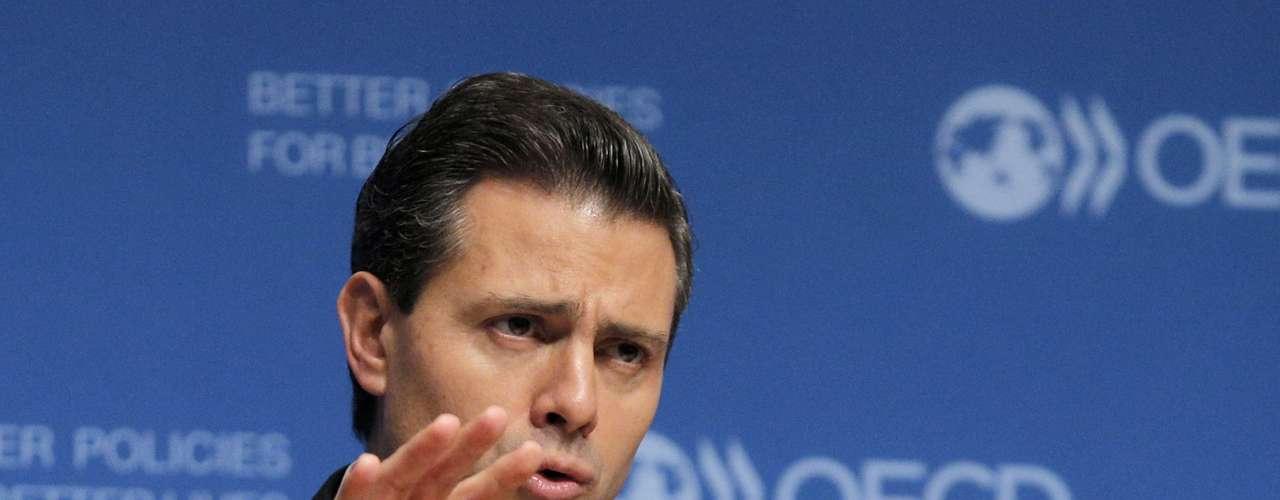 Enrique Peña Nieto ha señalado que por el momento mantendrá al Ejército en las calles de las zonas más inseguras de México, y fortalecerá la Policía Federal con altas capacidades para combatir a la delincuencia. También ha dicho que no buscará acuerdos ni treguas con los grupos delictivos.