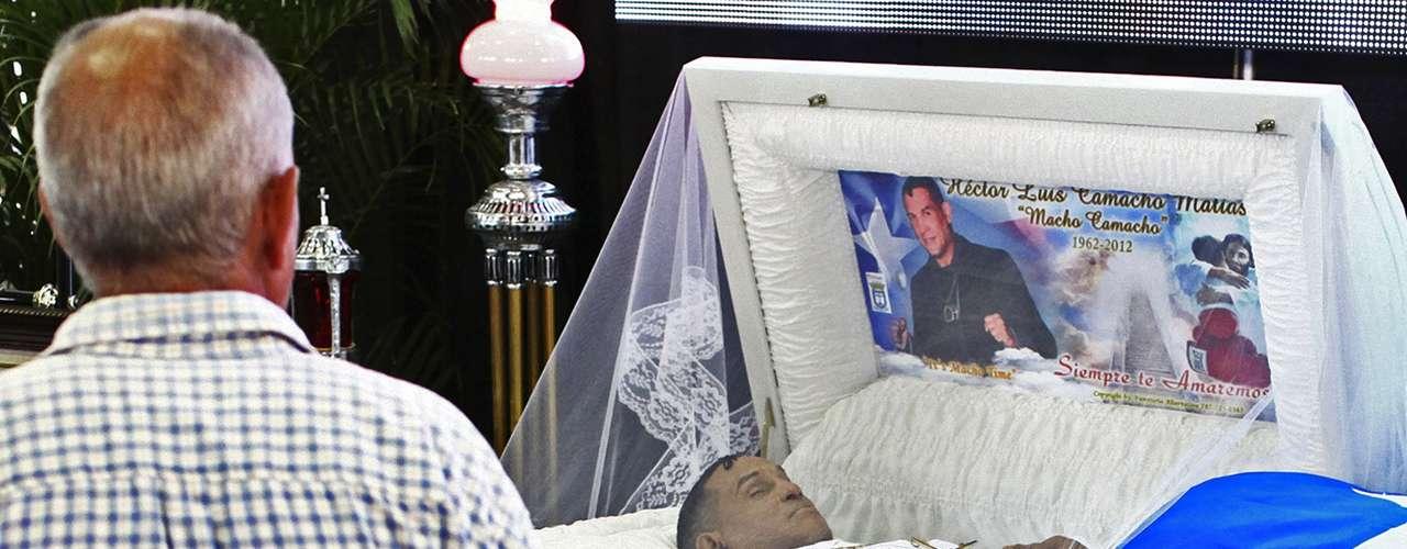 El púgil, que murió el pasado sábado 24 de noviembre, estaba vestido de blanco y tenía un crucifijo de oro en el pecho.