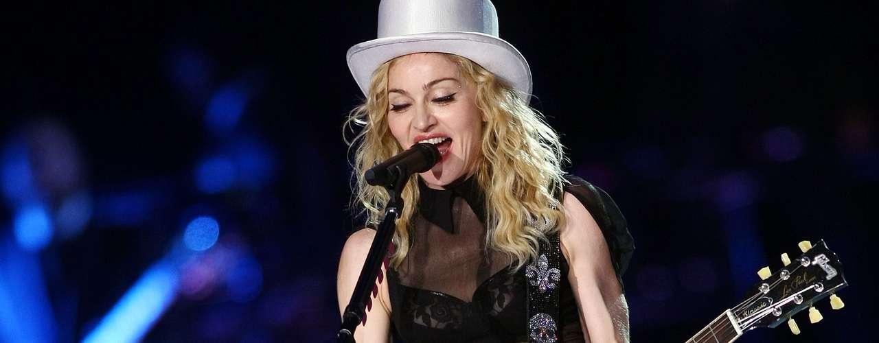 En el 2009, Madonna mostró los sostenes durante un concierto en el Olympic Stadium de Munich, Alemania.