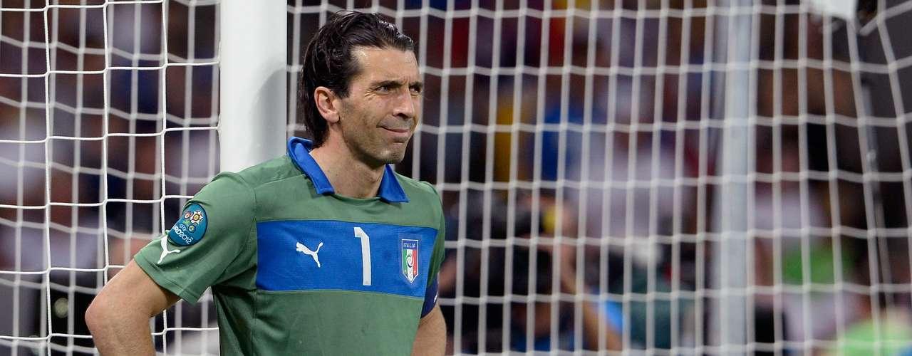 Gianluigi Buffon es un histórico de la selección italiana. El arquero, campeón del mundo en Alemania 2006, cuenta con cuatro participaciones mundialistas y una sola en Copa Confederaciones. Espera alzar el trofeo en la segunda y sumar otra alegría para Italia.