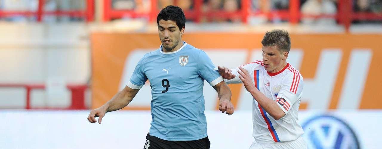 Goleador en el Liverpool inglés, Luis Suárez es un temible delantero que busca su segundo título con la selección uruguaya tras ganar la Copa América 2011 en Argentina, donde anotó cuatro tantos. También fue partícipe del histórico cuarto puesto de la \