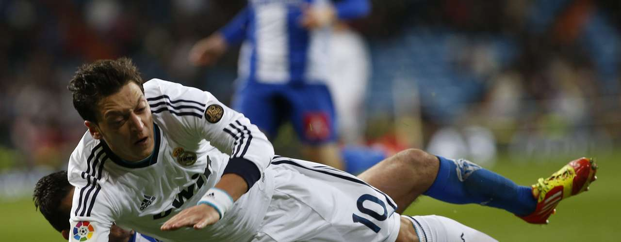 Real Madrid's Mesut Ozil (front) fights for the ball with Alcoyano's Javi Selva. REUTERS/Juan Medina