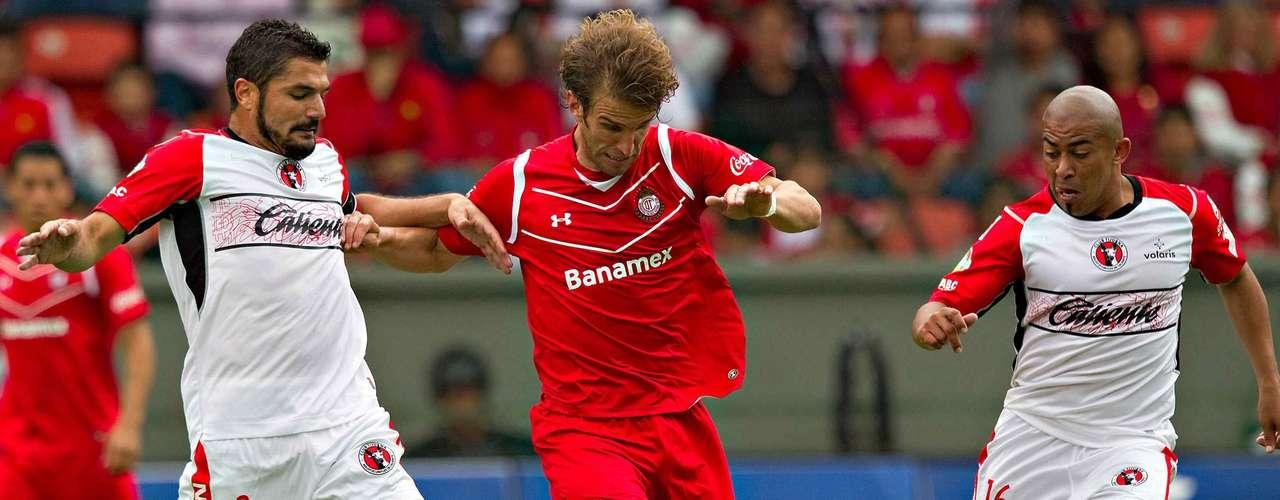 El uruguayo Iván Alonso abrió el marcador al aprovechar un rebote de Alfredo Talavera, luego de que él mismo había fallado un tiro penal en el minuto 66.