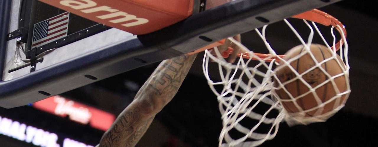 Shannon también demostró que los jugadores de los Suns saben dar espectáculo.