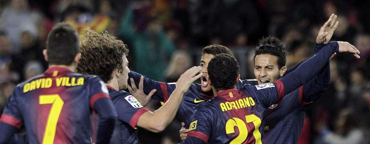 Los jugadores del FC Barcelona celebran el segundo gol del equipo, conseguido por el brasileño Adriano Correia