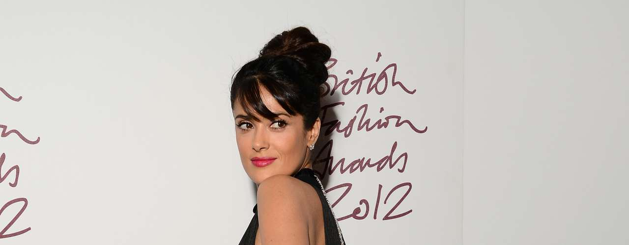 The Mexican actress wore a black dress that reminded us of a flapper.