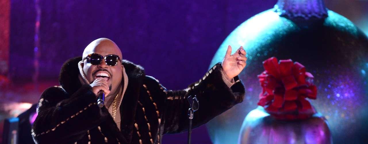 CeeLo Green realiza su exitosa performance en la gala anual de encendido del arbol de Navidad en Rockefeller Center