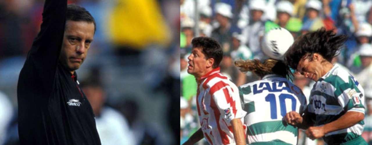 Gol en claro fuera de lugar de Jared Borgetti, le dio el título a Santos sobre Necaxa en el torneo Invierno 1996. El árbitro era Arturo Brizio.