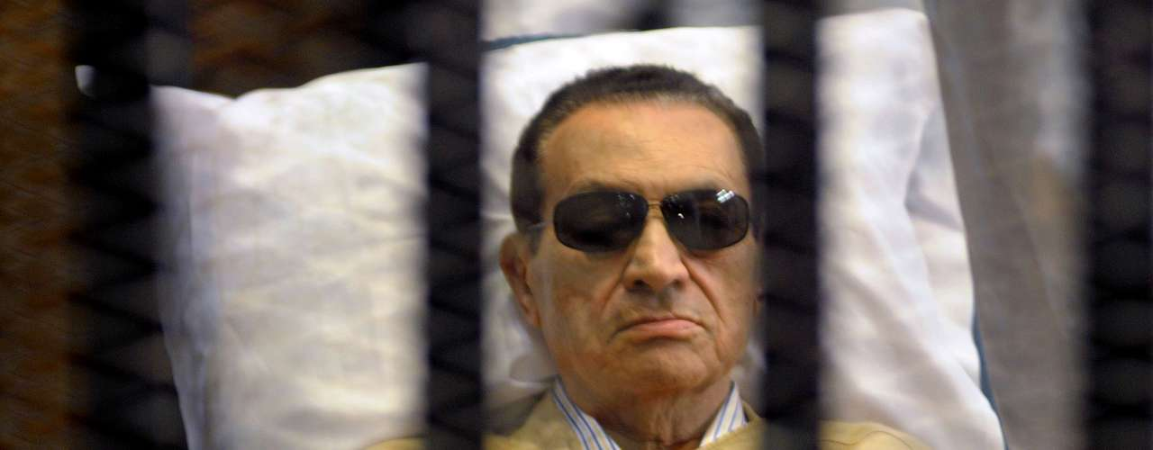 2 de junio: Condenaron a cadena perpetua al exdictador egipcio Hosni Mubarak.