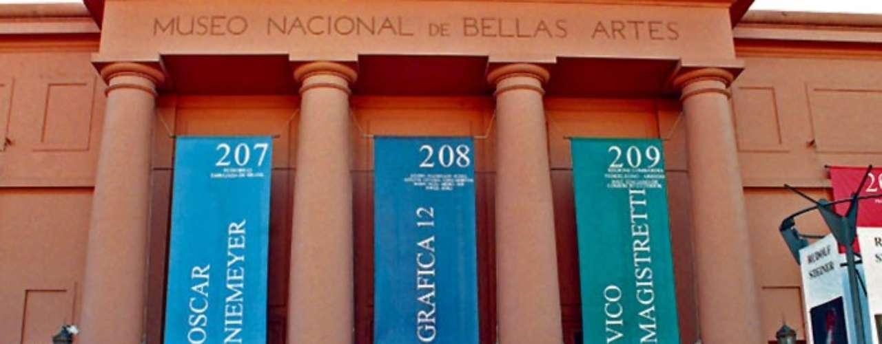 Museo Nacional de Bellas Artes. Se encuentra en Argentina y cuenta con 34 salas de exhibición y una biblioteca especializada en arte, con un patrimonio de 150 mil volúmenes. Aquí podrás ver más de 12 mil obras.