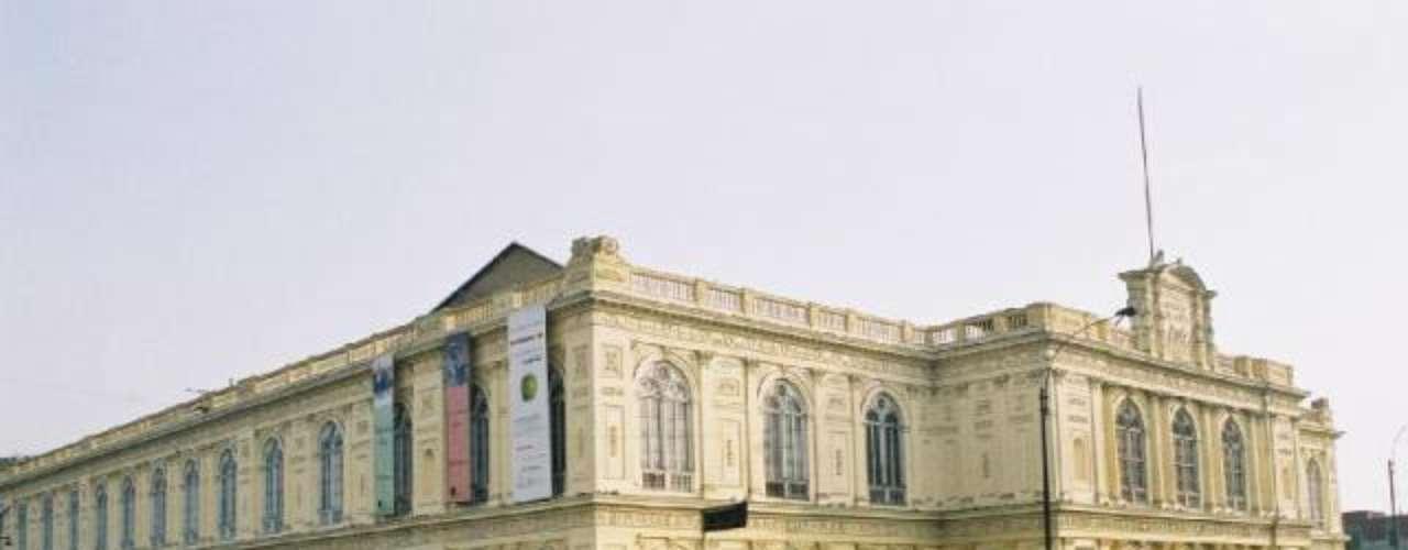 Museo de Arte de Lima. Es una de las grandes atracciones de Perú, se inauguró en 1959 y cuenta con la más vasta colección de arte de este país sudamericano, incluyendo tesoros prehispánicos y una arquitectura realmente fascinante.