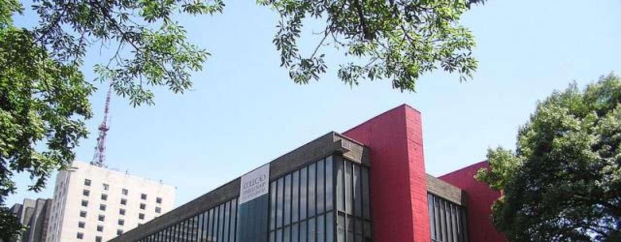 Museo de Arte de São Paulo. Localizado en Brasil, es uno de los más importantes espacios culturales del país, con un amplio acervo fruto de 60 años de actividades. tiene una de las colecciones más importantes de América con obras antiguas y contemporáneas.