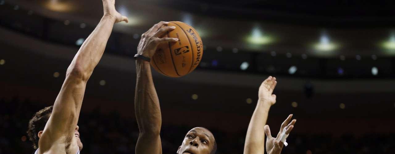 Los Celtics de Boston sucumbieron 83-95 frente a unos Nets que contaron con un Joe Johnson inspirado y con Jerry Stackhouse que anotó 17 puntos desde la banca.