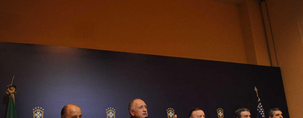 Scolari fue presentado por el presidente de la Confederación Brasileña de Futbol (CBF), José Maria Marin