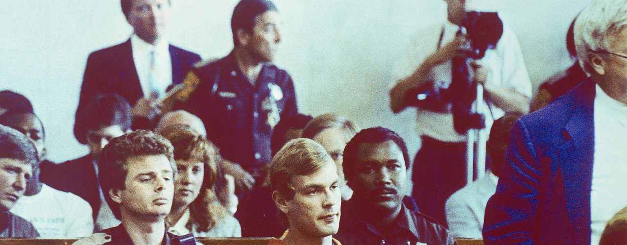 El 22 de julio de 1991, Dahmer llegó a su departamento con una de sus víctimas, un tal Tracy Edwards, quien logró escapar tras un forcejeo con Dahmer quien blandía un cuchillo. Edwards le avisó a la policìa que luego arrestó a Dahmer en su vivienda. Allí encontraron en toneles con ácido decenas de cabezas y miembros, en medio de un olor fétido que llenaba el lugar. Dahmer fue hallado culpable de 17 asesinatos pero fue enviado a un psiquiátrico, donde murió asesinado por otro paciente el 28 de noviembre de 1994.