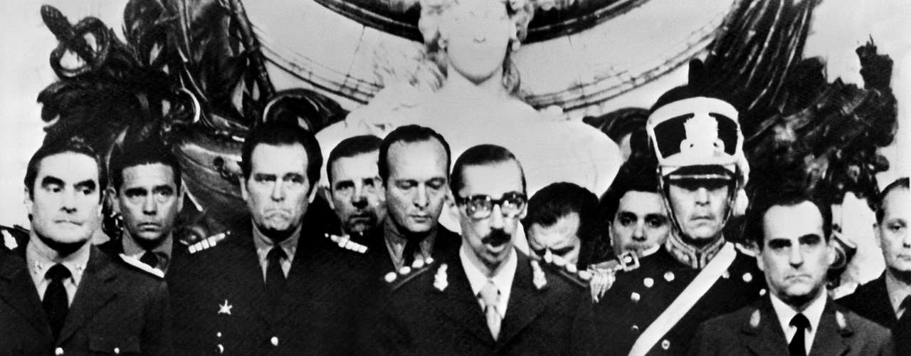 El golpe militar ocurrió en la madrugada del 24 de marzo de 1976 y fue encabezado por el general Jorge Rafael Videla, a quien secundaron el almirante Emilio Massera y el brigadier Orlando Agosti. Comenzaba el reino del terror.