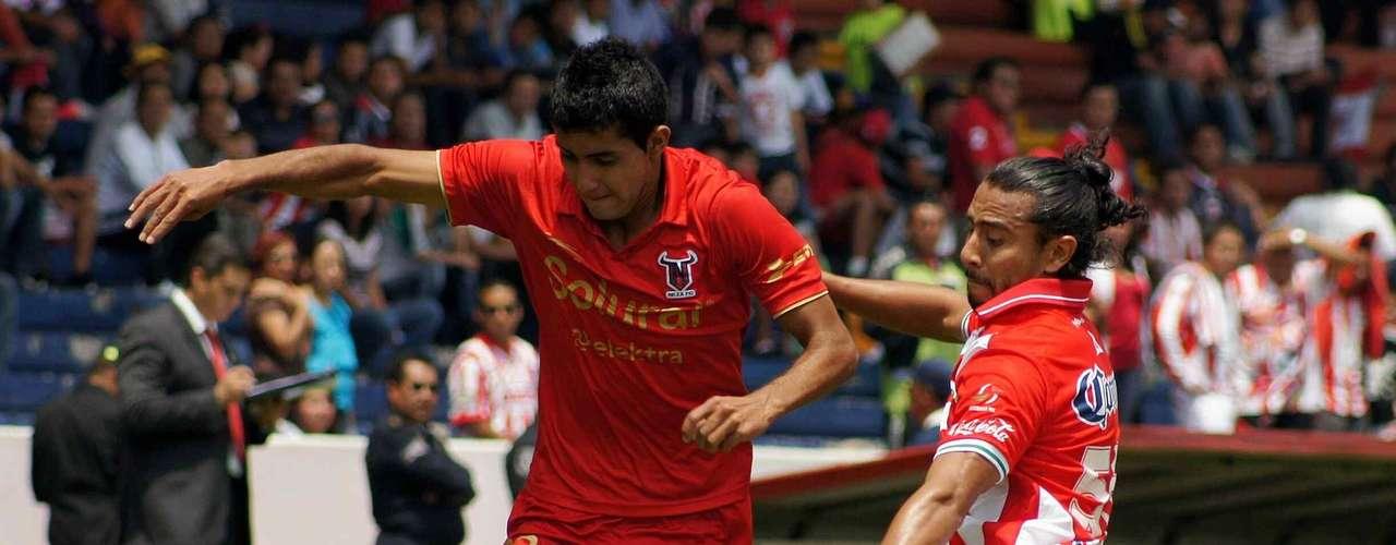 Ignacio González, izquierda, pasó del Neza en la Liga de Ascenso a los Pumas de la UNAM.