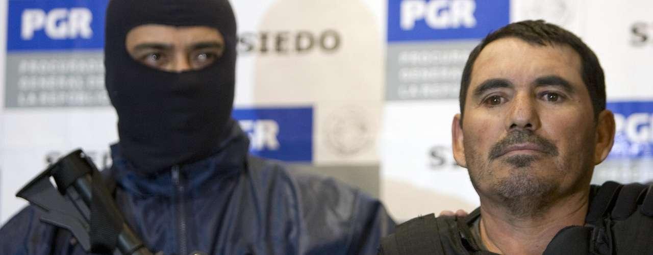 Peritos de la Procuraduría de la República realizaron un allanamiento en una de las propiedades de 'el Pozolero', en las afueras de Tijuana.