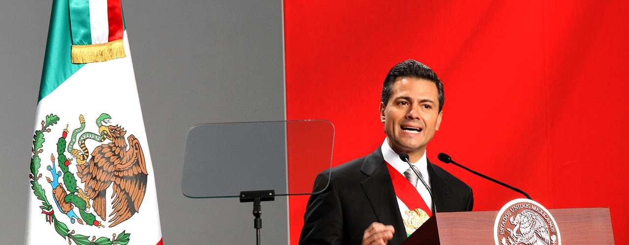 01/12/2012.-Enrique Peña Nieto, como Presidente recién juramentado, se comprometió a cerrar el año próximo con \