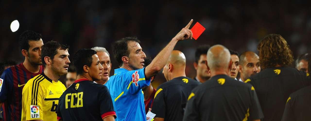 En la vuelta de la Supercopa ante el Barcelona, en agosto de 2011, Mourinho aprovechó una pelea entre los equipos para meterle un dedo en el ojo a Tito Vilanova, segundo de Guardiola y actual entrenador del club catalán. El portugués eventualmente se disculparía.