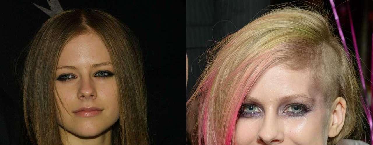 A la canadiense Avril Lavigne la han vestido los mejores diseñadores y hasta ella tiene su propia línea de ropa. Lo que no nos cabe en la cabeza es que haya decidido raparse una parte de cabello y se lo haya pintado de verde y rosa. Definitivamente una mala decisión. Pero si de lo que se trata es de cambiar todo se vale