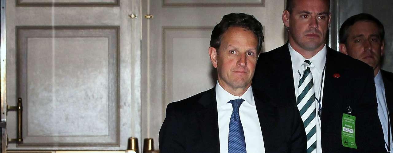 Las negociaciones entre la Casa Blanca y el liderazgo republicano están encabezadas por el secretario del Tesoro, Timothy Geithner. Los recortes que entrarían en vigencia de manera automática el 1 de enero afectarían la educación, los progranas sociales y hasta las áreas de seguridad aérea.