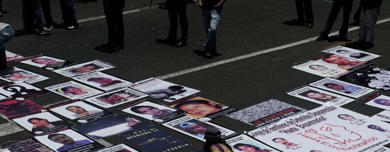 Sin referirse directamente al combate al narcotráfico, que el gobierno anterior de Felipe Calderón reforzó con un polémico despliegue de más de 50,000 militares, Peña Nieto puso el acento en modificar el \
