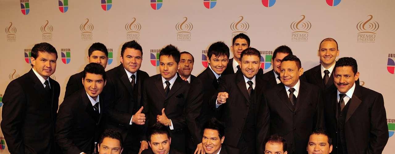 """La Banda El Recodo aspira llevarse los premios alÁlbum del Año con """"La Mejor de Todas"""", a la Canción del Año con """"Te quiero a morir"""" y el de Artista o Banda del Año."""
