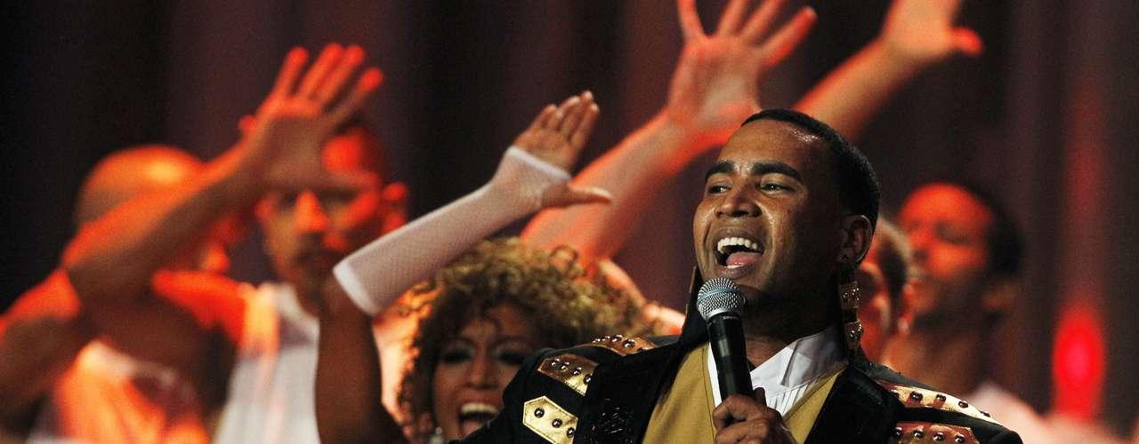 """La súper estrella del género urbano Don Omar es el tercer favorito con seis nominaciones, entre ellas Artista Premio Lo Nuestro del Año, Colaboración del Año y Canción del Año. También pelea por el Artista del Año y Álbum del Año con """"Don Omar Presents MTO2: New Generation""""."""