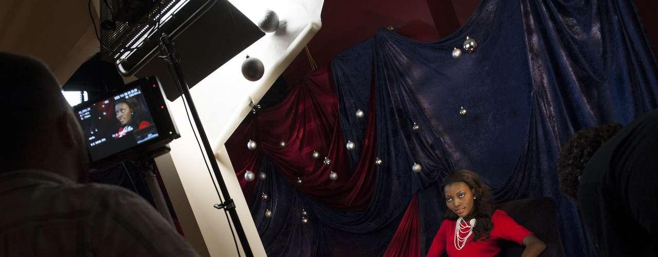 Las participantes también tienen el compromiso de ser protagonistas de intensas sesiones fotográficas donde deben cautivar los lentes y enamorar con su espectacular registro, como parte de los ensayos y eventos previos a la competencia de las 89 mujeres que buscan la corona de Miss Universo 2012