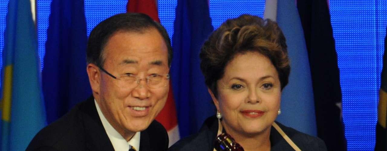 Celebrada del 20 al 22 de junio, la Río+20, que surgió como una continuación de la Eco-92, empezó con mucho optimismo por parte de los ciudadanos y las organizaciones no gubernamentales. En la imagen, la presidenta de Brasil Dilma Rousseff abre la conferencia al lado del secretario general de la ONU, Ban Ki-moon.