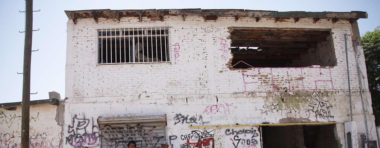 Ciudad Juárez es sacudida por la guerra de poder entre bandas contratadas por los cárteles de Juárez y Sinaloa. Miles de criminales e inocentes han muerto, mientras muchos otros han sido extorsionados tras ser secuestrados. Y es que según el FBI, desde allí se canaliza el 60% de la droga que va a Estados Unidos. (Fuente: AFP)