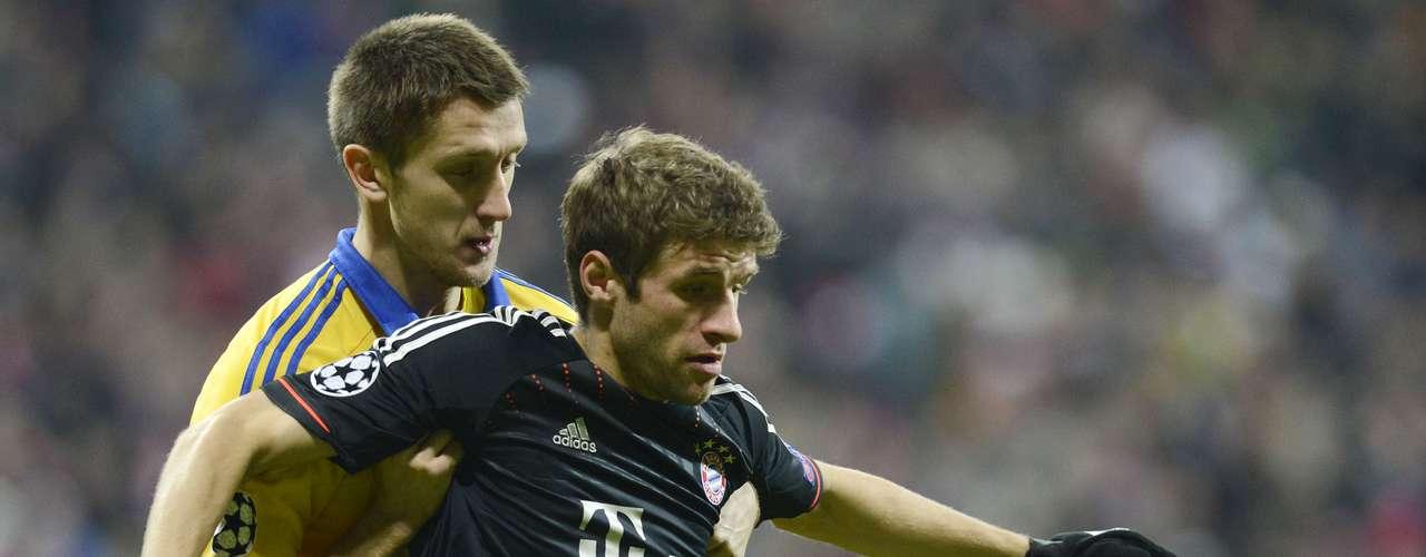Bayern salió al campo con siete modificaciones respecto al equipo que empezó el partido contra el Borussia Dortmund, el sábado.