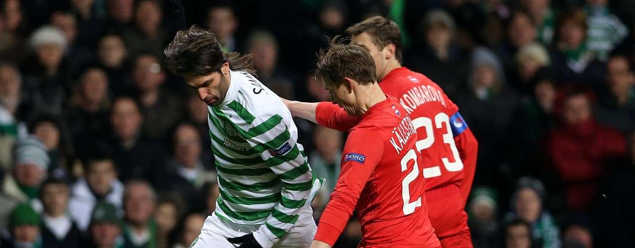 El Celtic de Glasgow escocés se clasificó para los octavos de final de la Liga de Campeones europea tras imponerse por 2-1 en casa al Spartak de Moscú, este viernes en la 6ª y última jornada del grupo G.