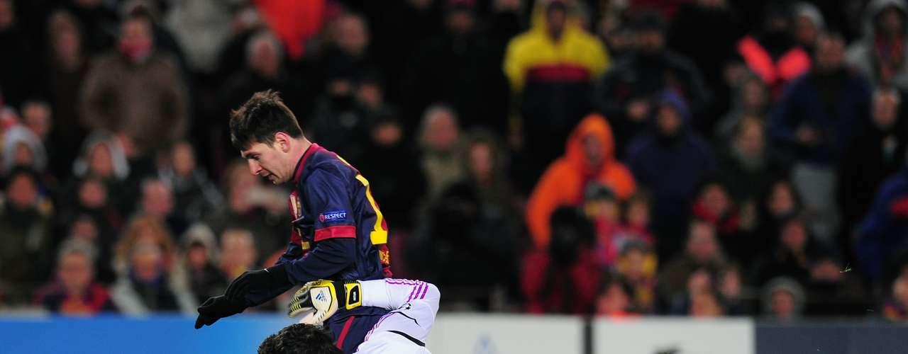 Este es el momento en que el delantero argentino choca con el portero del Benfica y se lesiona.
