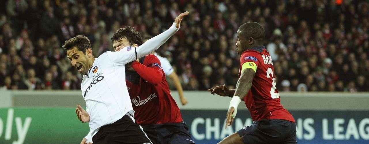 Jonas cayó sobre el área y el árbitro decretó penalti.