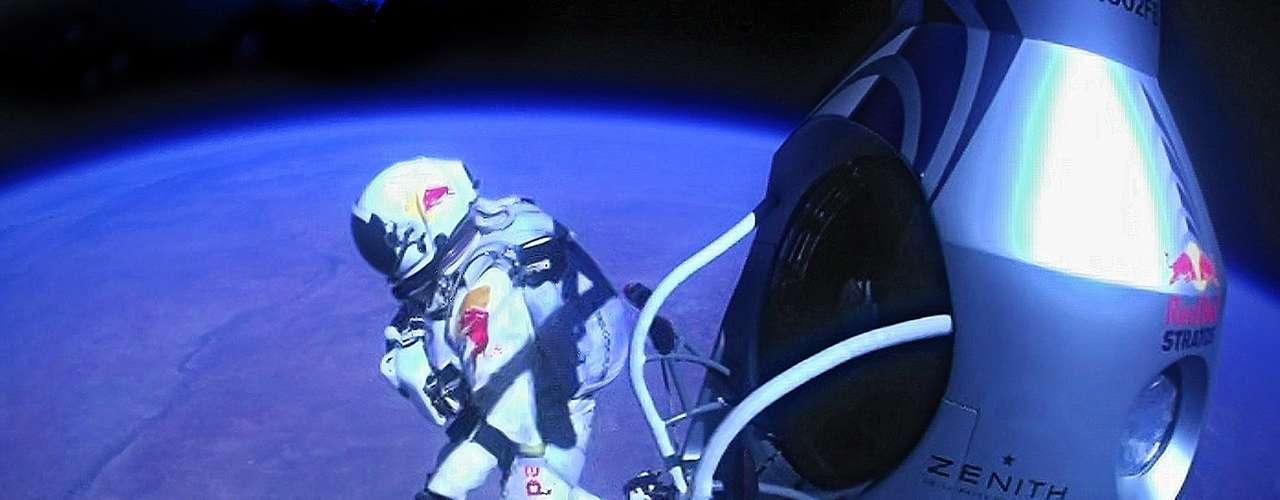 Baumgartner saltó desde una cápsula a más de 39 mil metros de altitud remontada por un globo en Roswell, Nuevo México.