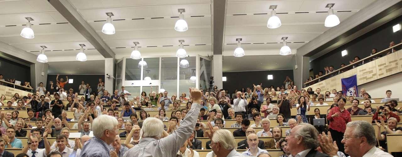 El 4 de julio, miembros del Centro Europeo de Investigación Nuclear (Cern) confirmaron la observación de una partícula inédita que creen tratarse del bosón de Higgs. El hallazgo, muy aplaudido durante la presentación, es considerado el evento científico más importante en los últimos 30 años.