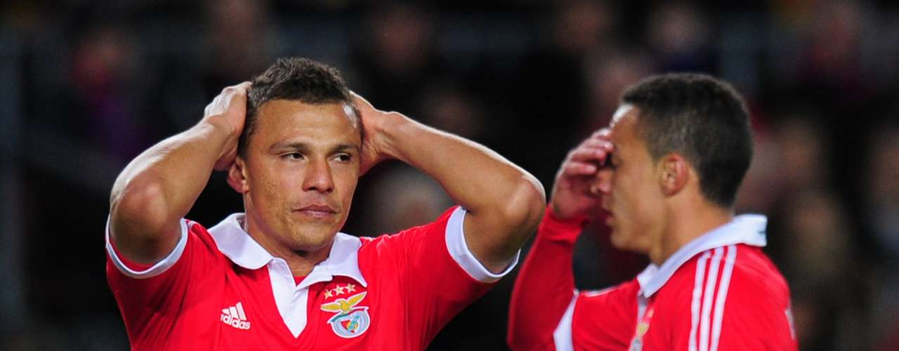 Rodrigo y Rodrigo Lima se lamentan una chance de gol desperdiciada.