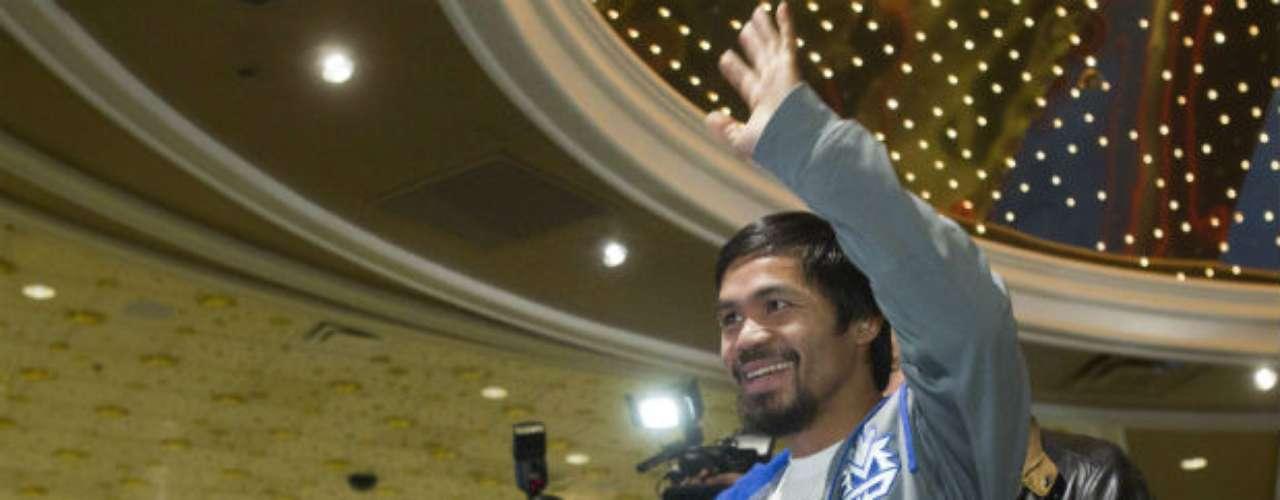 En tanto Pacquiao se mostró muy contento y amable en el encuentro con la prensa.