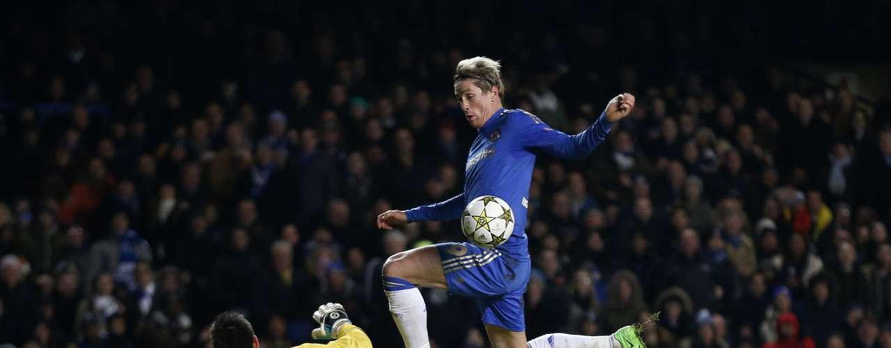 El delantero español Fernando Torres fue una de las figuras del partido al convertir en dos oportunidades.
