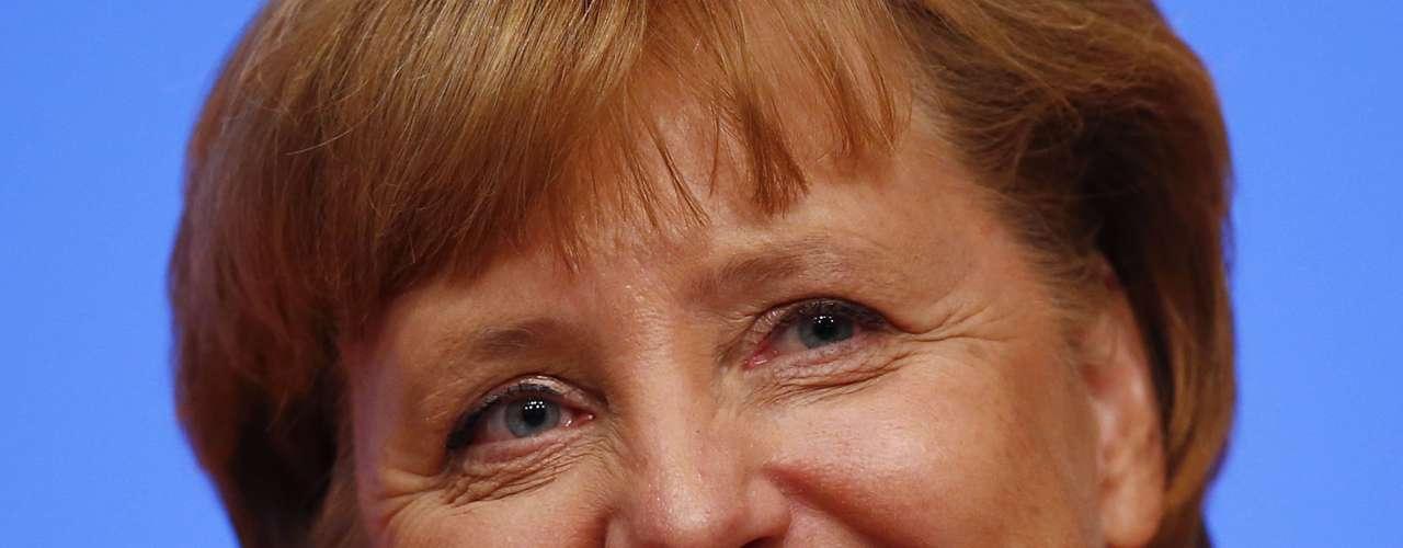 La Canciller alemana Angela Merkel es la única mujer entre los primeros personajes más poderosos del mundo según Forbes. Parte de la prensa europea ha comparado a Merkel con la ex primera ministra británica Margaret Thatcher: ambas forman parte de partidos de derecha y su formación es científica. Por ello, incluso algunos le llaman la Dama de Hierro.