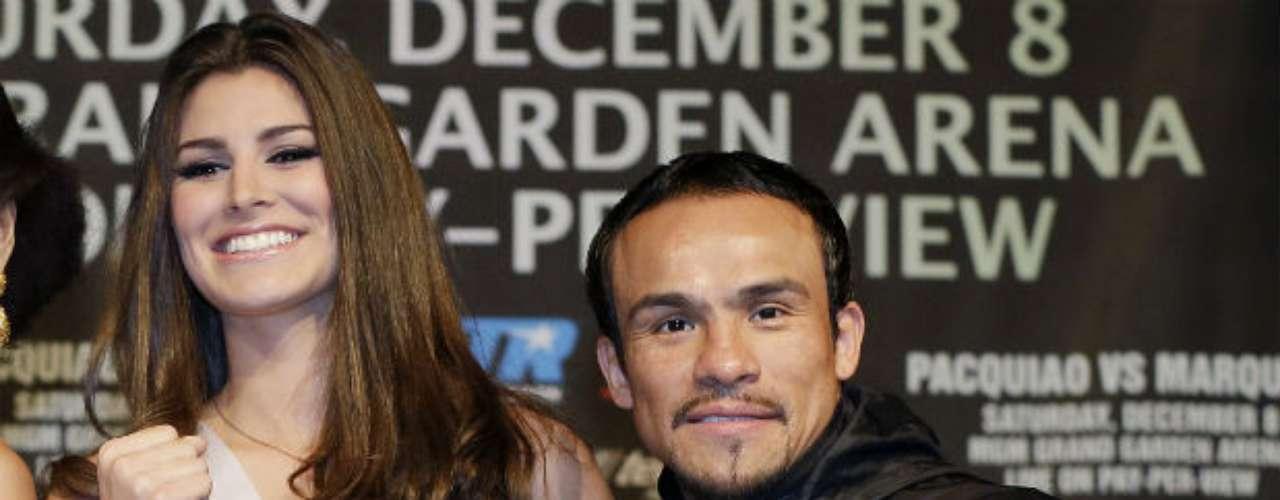 La bella Karina González espera que su compatriota Márquez pueda por fin derrotar al filipino.