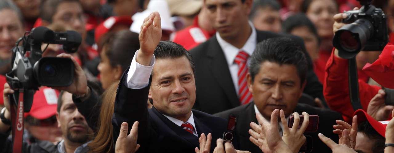 El 41 % de los consultados espera un mandato mejor con Peña Nieto (2012-2018) que con el expresidente Felipe Calderón (2006-2012), y un 11 % más, un período \