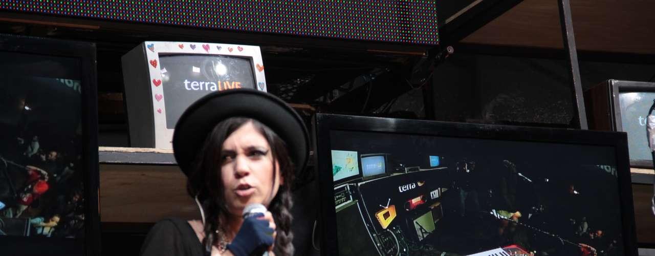La cantante chilena se presentó previamente en la Feria Internacional del Libro de Guadalajara para rendir un homenaje a Lucho Gatica.