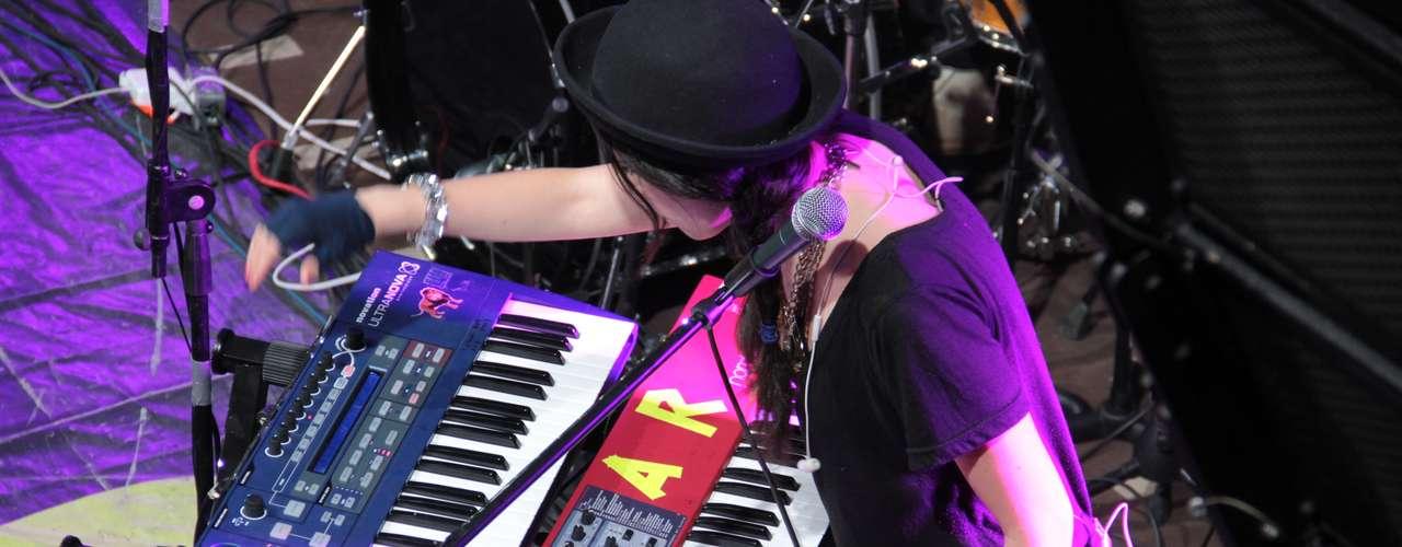 Las mezclas de Javiera hicieron bailar al público de Terra Live Music Studio.