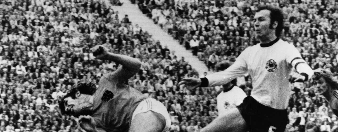 El alemán Franz Beckenbauer, conocido también como el \