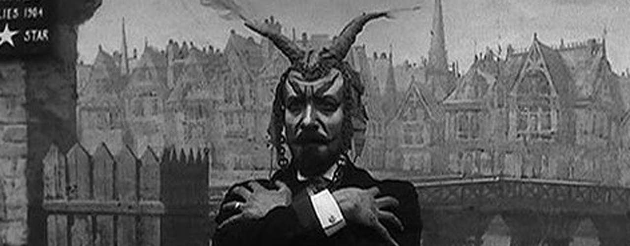 El mago e ilusionista George Méliès nació el 8 de diciembre de 1861 en París.